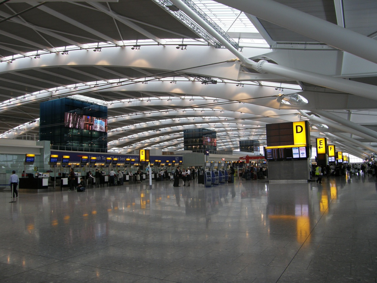 Пересадка в Лондоне: нужна ли транзитная виза в Великобританию